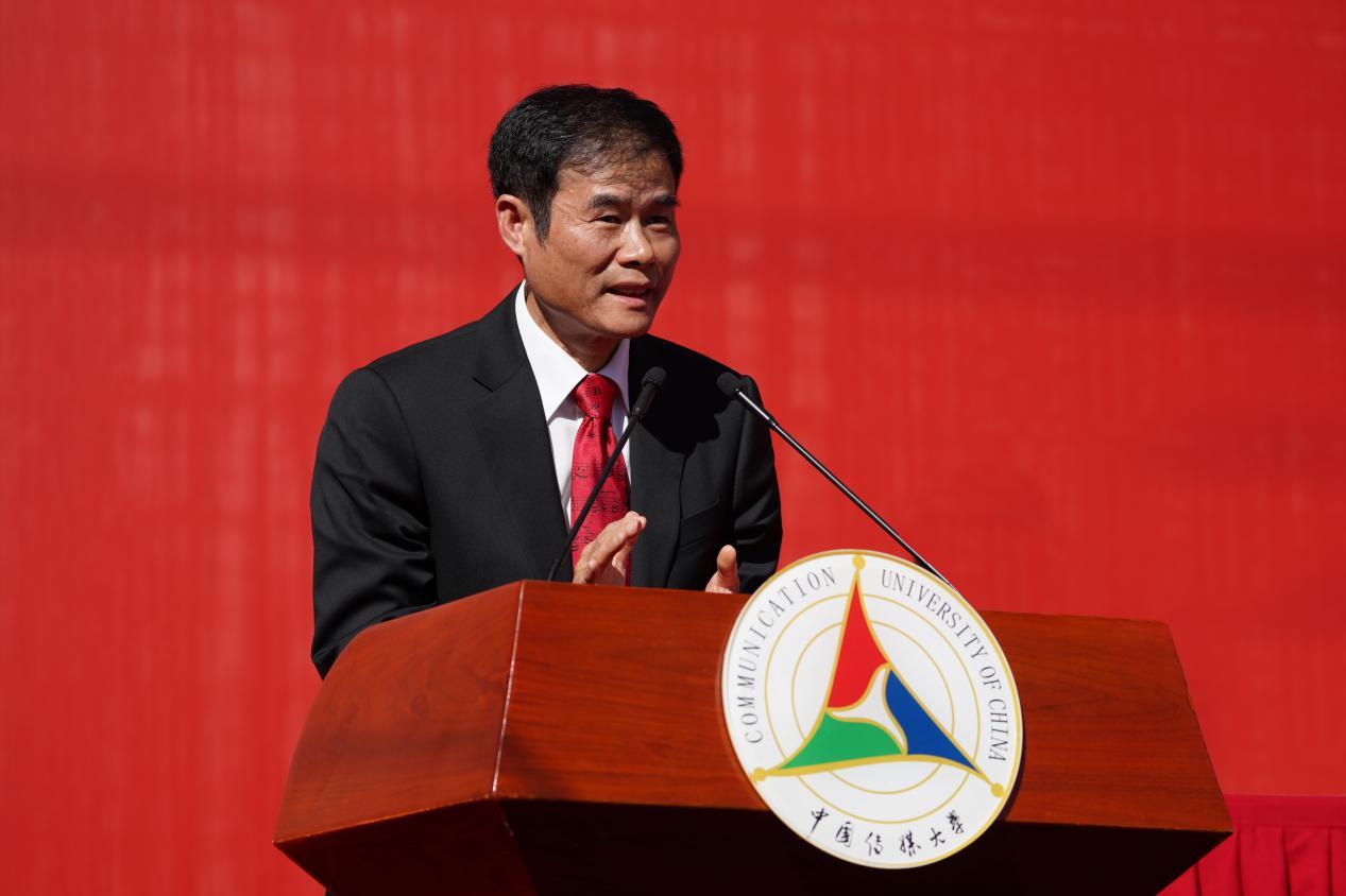 典礼由党委副书记姜绪范主持。陈文申书记宣布开学典礼正式开始。